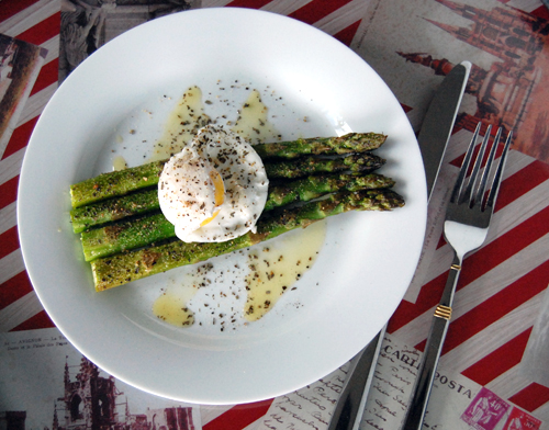 Garlic Roasted Asparagus w/ Poached Egg & Food Photography Insight ...