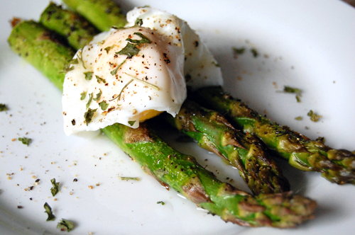 Garlic Roasted Asparagus w/ Poached Egg & Food Photography Insight